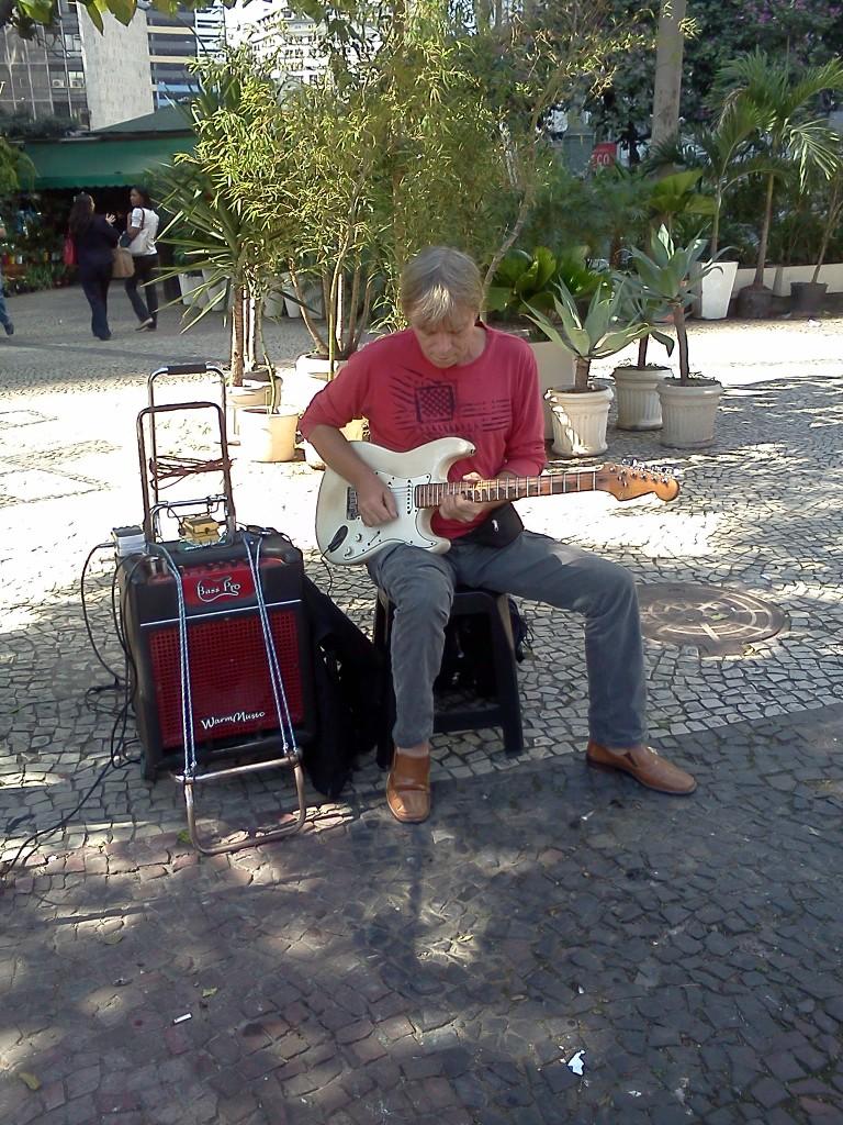 Foto 06: Guitarrista no Largo da Carioca.